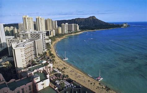 Hawaii, Canada to extend visitor restrictions