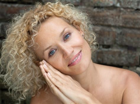 Aging Skin: How to Achieve a Glowing Complexion at Any Age