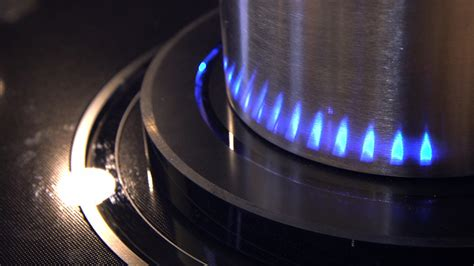 Samsung's virtual flame stovetop cooks with LED flames