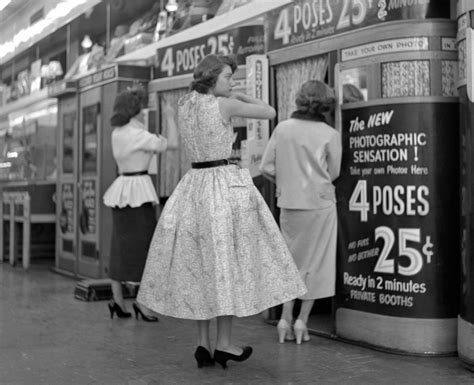 Photographs of everyday life in 1950s New York City