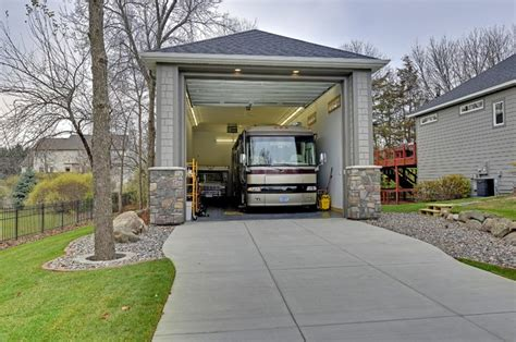Exteriors - Traditional - Garage - Minneapolis - by