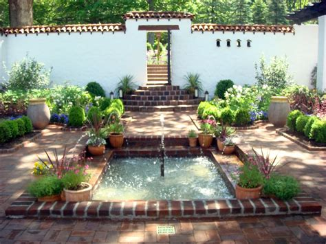 Spanish Courtyard at Froh Heim   Delicious   Jennifer