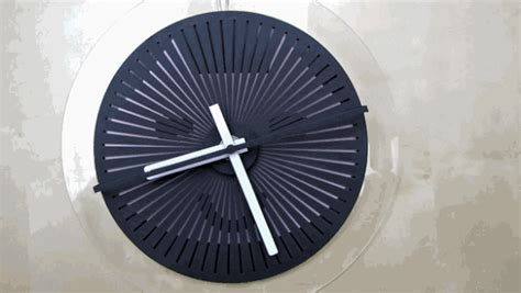 These Awesome Optical Illusion Wall-Clocks Show Changing