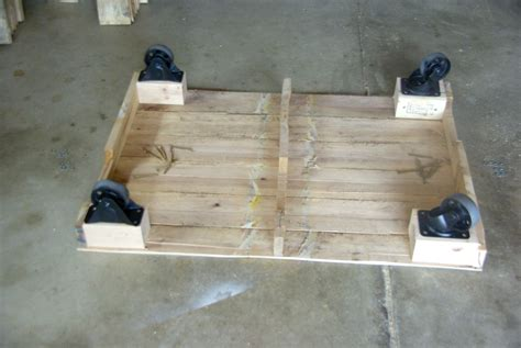 Maximize Your Outdoor Space With A Pallet Coffee Table On